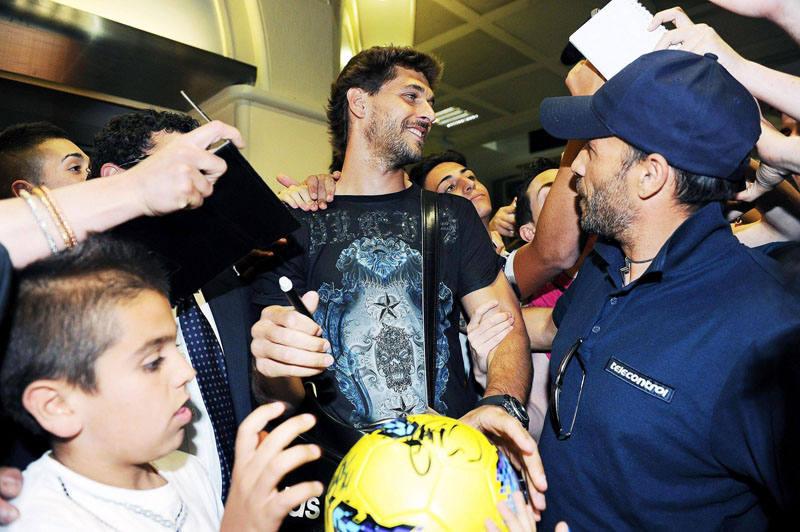 Fernando Llorente en su llegada al aeropuerto Caselle deTurín