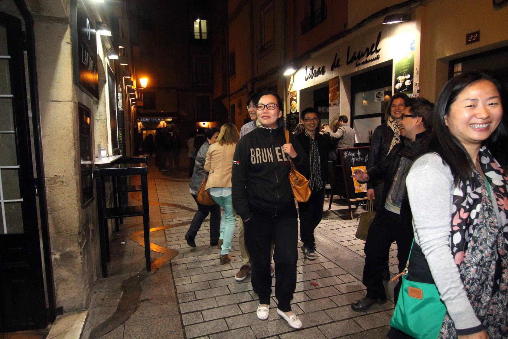 Seis periodistas chinos especializados en vino y gastronomía visitan La Rioja