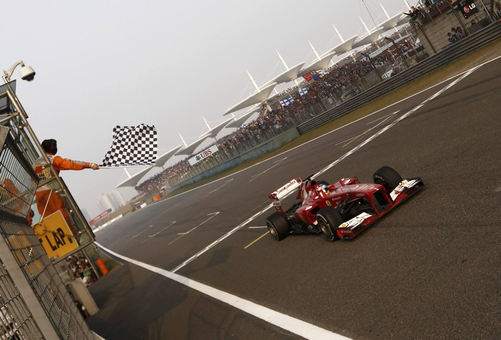 Fernando Alonso (Ferrari) gana el Gran Premio de China